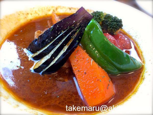 スープカレーカムイの旨味が溶け込んだスパイシーなスープは予想以上の満足度!