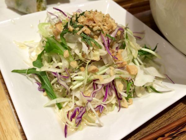 シャッキシャキ新鮮野菜とザクザクナッツのサラダ
