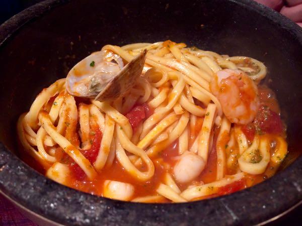 kiteretsu食堂・トマトのパスタ魔法の泡チーズ4