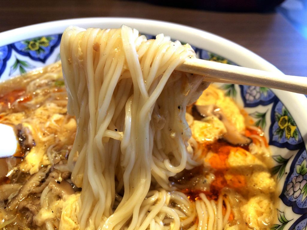 揚州商人・スーラータンメンの麺