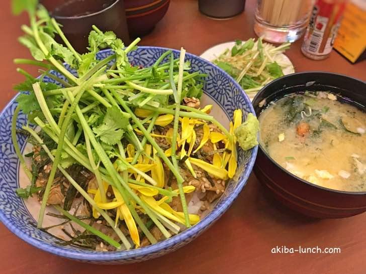 ヤキトンヤリキ・元祖とりわさパクチー丼