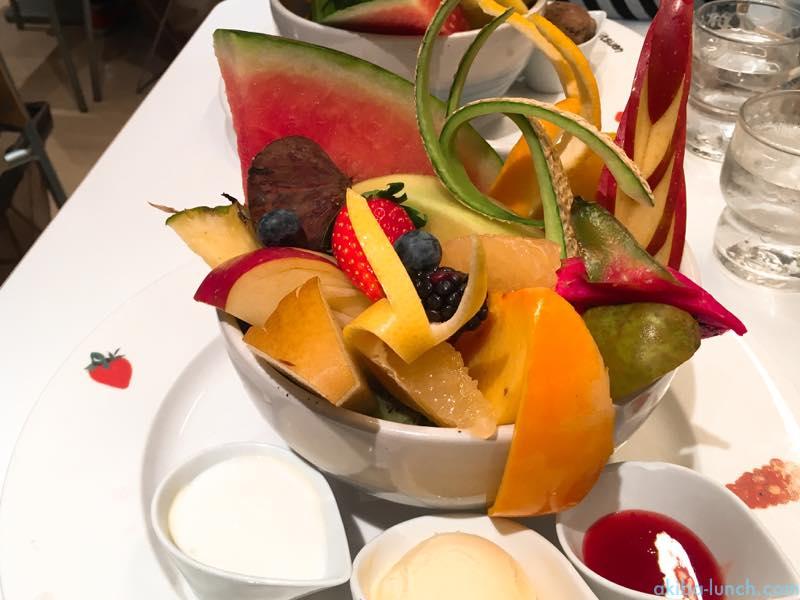 果実の園で食べる丼_たけ丸